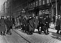 1 апреля. В.И.Ленин и группа русских политэмигрантов в Стокгольме по пути из Швейцарии в Россию.