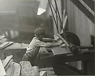 Детский труд на устричном консервном заводе Мэриленда. 12-летний Чарли. Ноябрь 1913