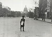 Семилетний торговец газетами, апрель1912